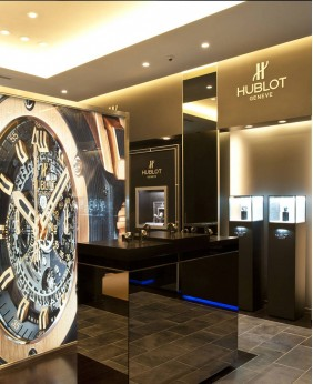 High End Wooden Watches Showcase