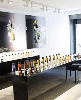 Retail Custom Perfume Store Display Showcase